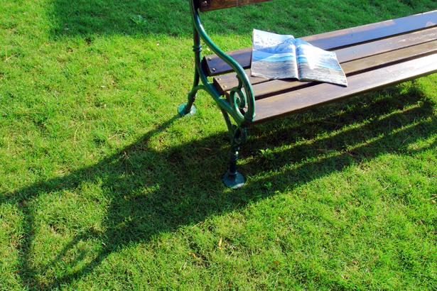 TELOS-Aussen-Garten-Schlossbank-D2490b.jpg