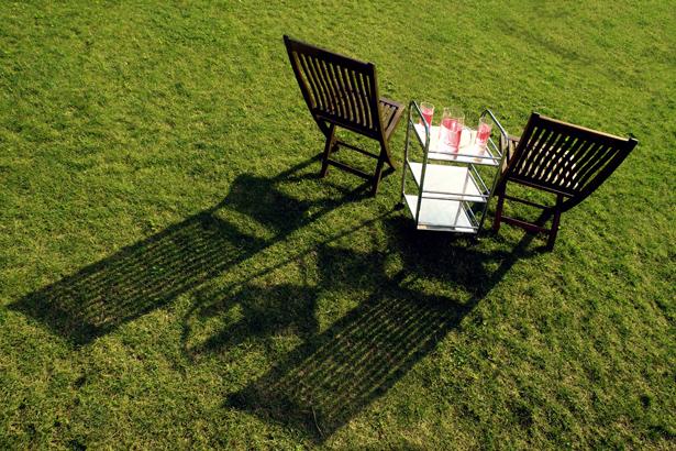 TELOS-Aussen-Garten-Stuhle-Wasser-Saft-D2502c.jpg