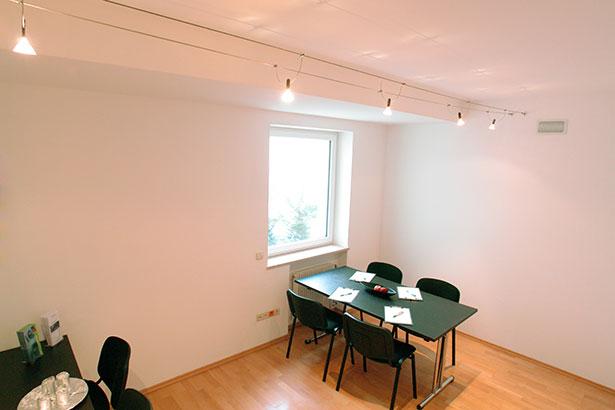 TELOS-innen-Sitzungszimmer-C07354kl.jpg