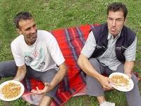 Outdoor: Nach dem Canyoning schmeckt die heiße Pasta noch mal so gut!