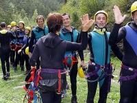 Outdoor: Stolze Gesichter nach der großen Herausforderung - Abklatschen nach unserer Canyoning-Tour.