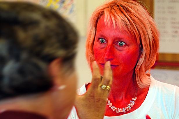 Aggression Frau Kopf rot C0113r
