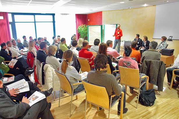Großgruppe Präsentation Ergebnisse Teilnehmer TELOS-Referenten B7778bn