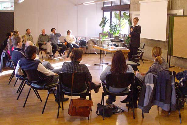 Referenten Dr. Daniela Moncher Vortrag Gruppe Kreis 11608bn
