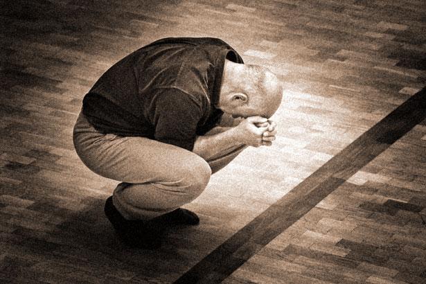 Trauer Verzweiflung Mann kauern  / Foto: TELOS - 0188drgr