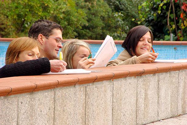 Schwimmbad-ohne-Wasser-schreiben-15542b