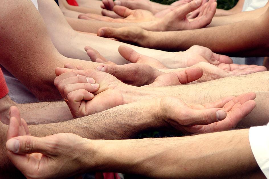 Männer Hände Team Vertrauensfall Out Mut Energie Kraft Sicherheit 14010n