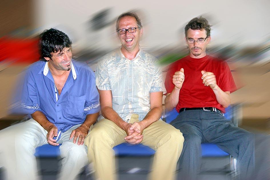 Flugzeugübung nicht kommunizieren 3 Männer lachen / Foto: TELOS - 03060vb