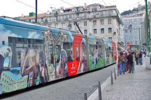 Portugal Lissabon Straßenbahn Werbung Vodafone 13073b