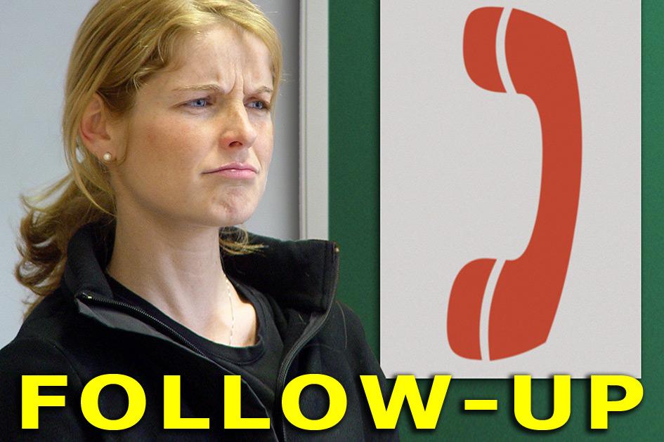 Pinnwand Frau skeptisch Telefon Follow-up11867b