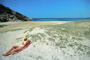 Sommer Meer Strand Sonnenbad Frau sexy Badeanzug / Foto: TELOS - dia3708d