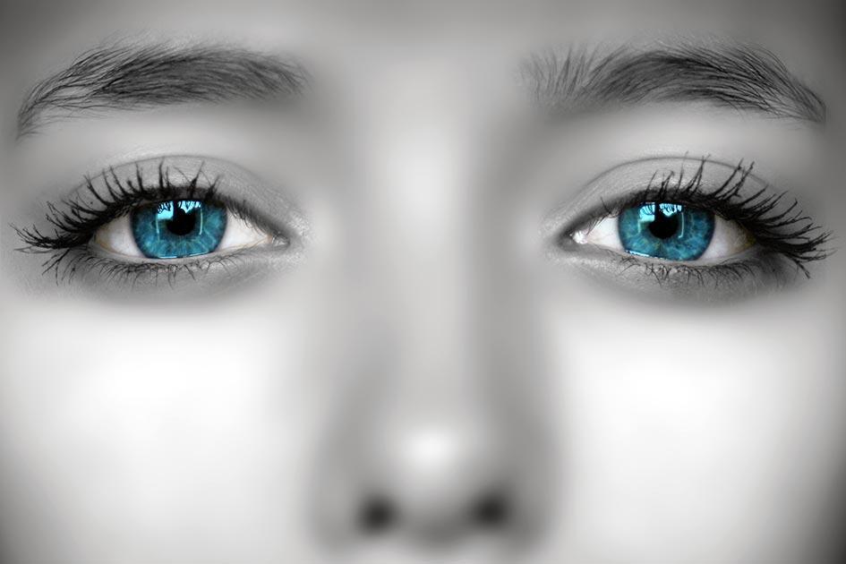 Frau jung schön Augen blau E4232dn