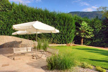 TELOS Außengelände Terrasse Garten Bänke Sonnenschirme C08188bc