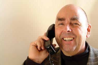 Referenten Dr Elmar Teutsch Telefon Hotline / Foto: TELOS - C904b