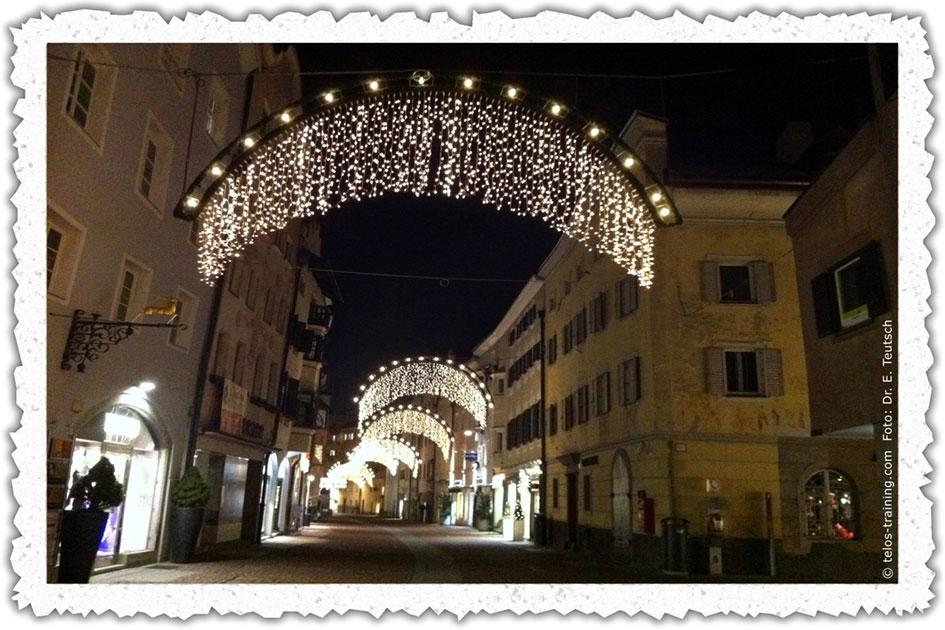 Weihnachtskarte 15 Weihnachtsdekoration Bruneck Stadtgasse IMG_3759c