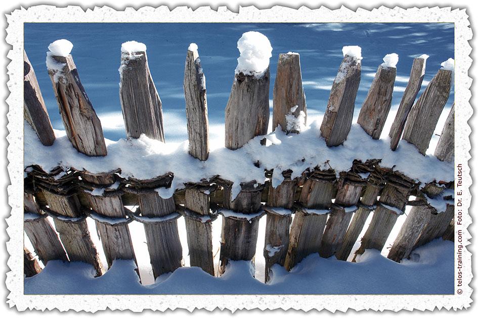 Weihnachtskarte 16 Winter Schnee Zaun C07104b