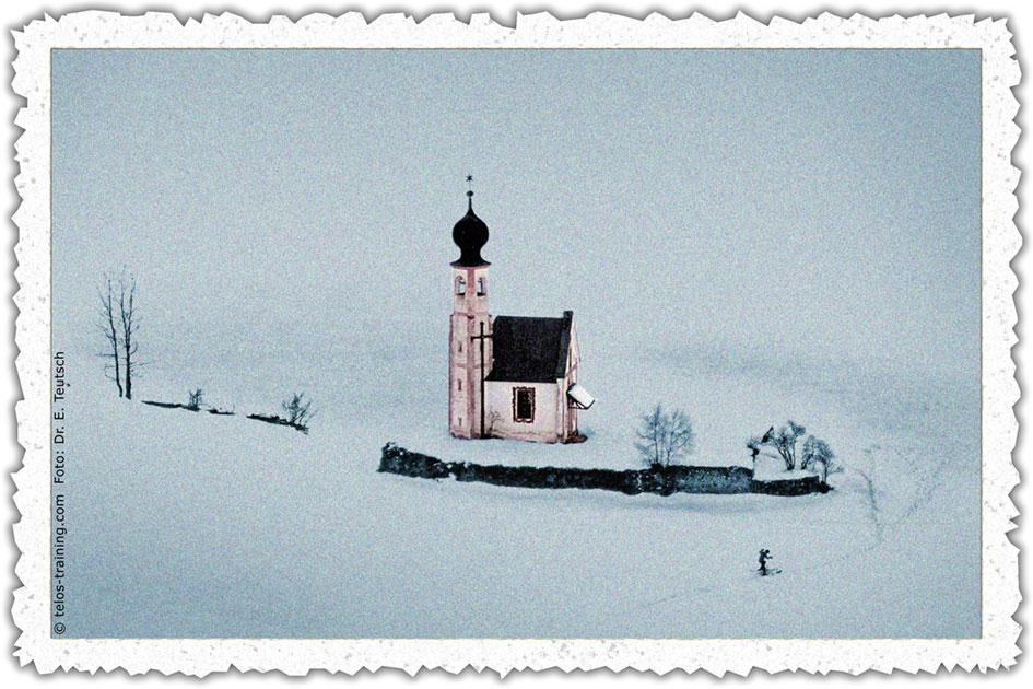 Weihnachtskarte 17 Winter Schnee Villnöss St. Magdalena Ranui Johanneskapelle Kirchlein sw71350022drbf 1