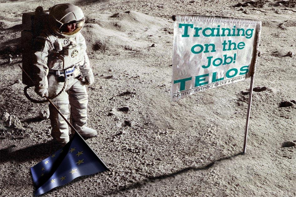 """Mitarbeiterschulung: Ein Astronaut steht mit der Europafahne auf dem Mond vor der Fahne """"Training an the Job TELOS"""""""