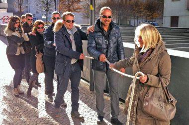 Blind Snake Out Stadt Bozen Theaterplatz Führungspsychologie / Foto: TELOS - IMG_9774b