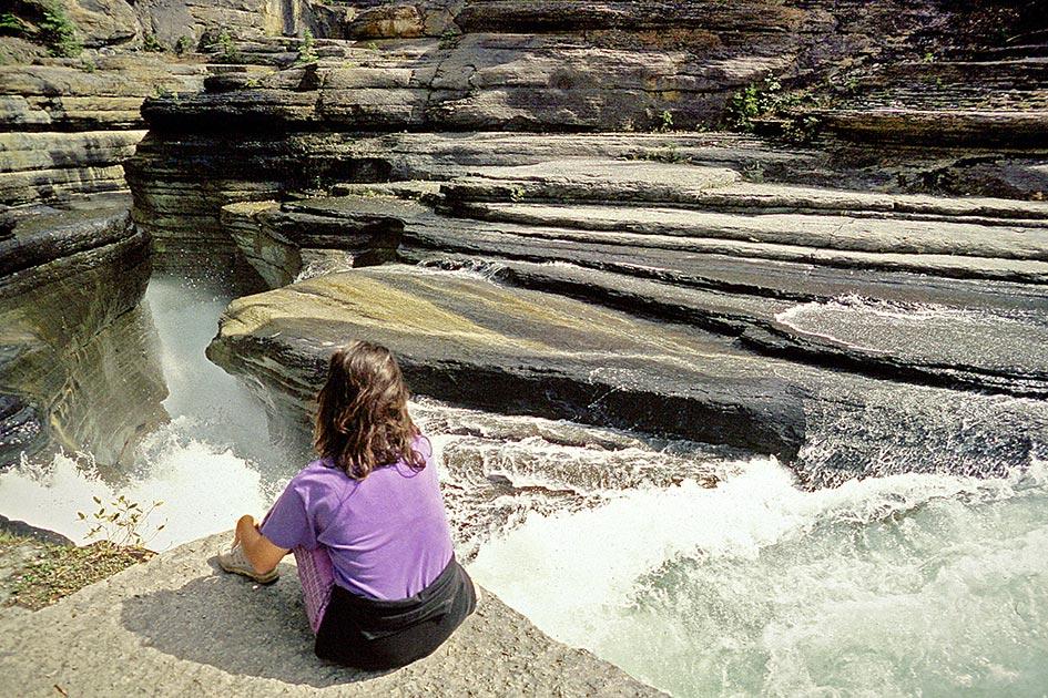 Kanada Wasserfall Canyon Frau / Foto: TELOS - dia3818Xc