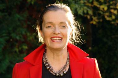 Referenten Institutsleiterin Mag. Magdalena Gasser Garten D6201bnn