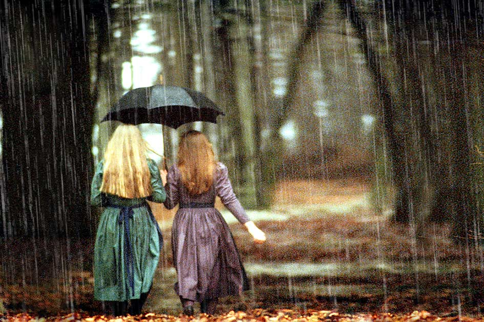 Frauen Tracht Wald RegenSchirm / Foto: TELOS - dia6427cG