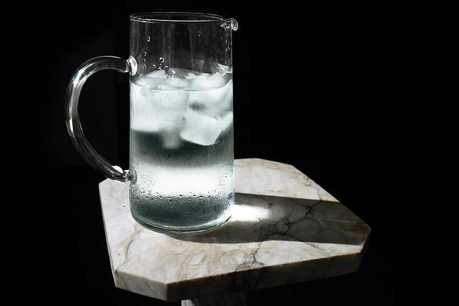 Sommer Hitze Wasserkrug Eis trinken / Foto: TELOS - C08193