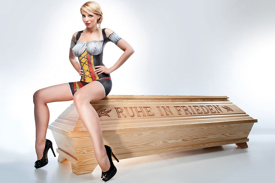 Werbung Sarg Kalender 2012-04 Frau sexy nackt Body painting 10064