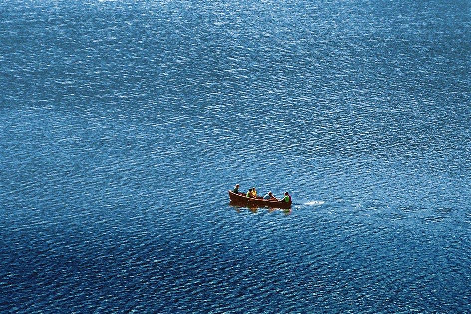 Wasser Boot Gruppe Unterbewusstsein / Foto: TELOS - 70010024dr.jpg