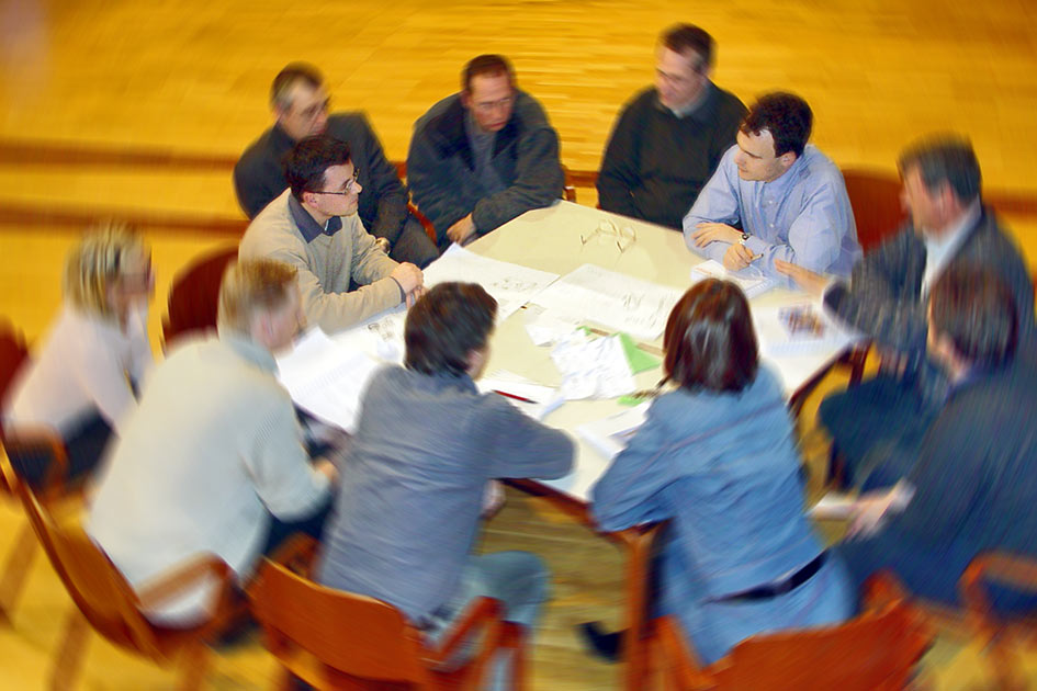 Besprechung Sitzung Tisch von oben / Foto: TELOS - 00047cv