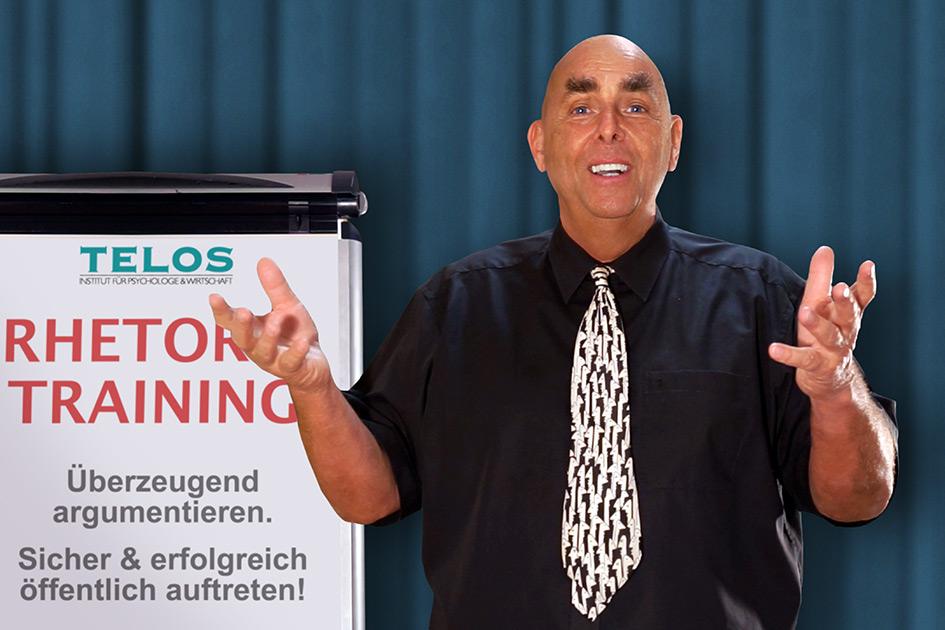 Referenten Dr. Elmar Teutsch Flipchart Rhetoriktraining / Foto: TELOS - E9000d