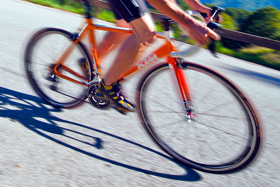 Fahrradrennen abwärts / Fotobearbeitung: TELOS - 11817bvG