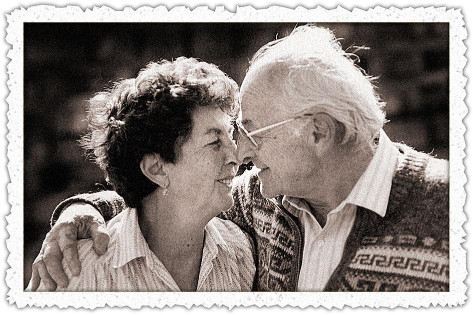 Liebe Paar altes Foto mit Büttenrand / Foto: TELOS - 11377swsrbbw