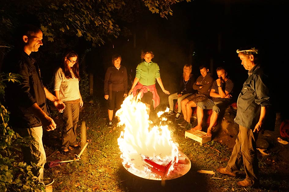 Feuerritual Gruppe Nacht / Foto: TELOS - D1362c