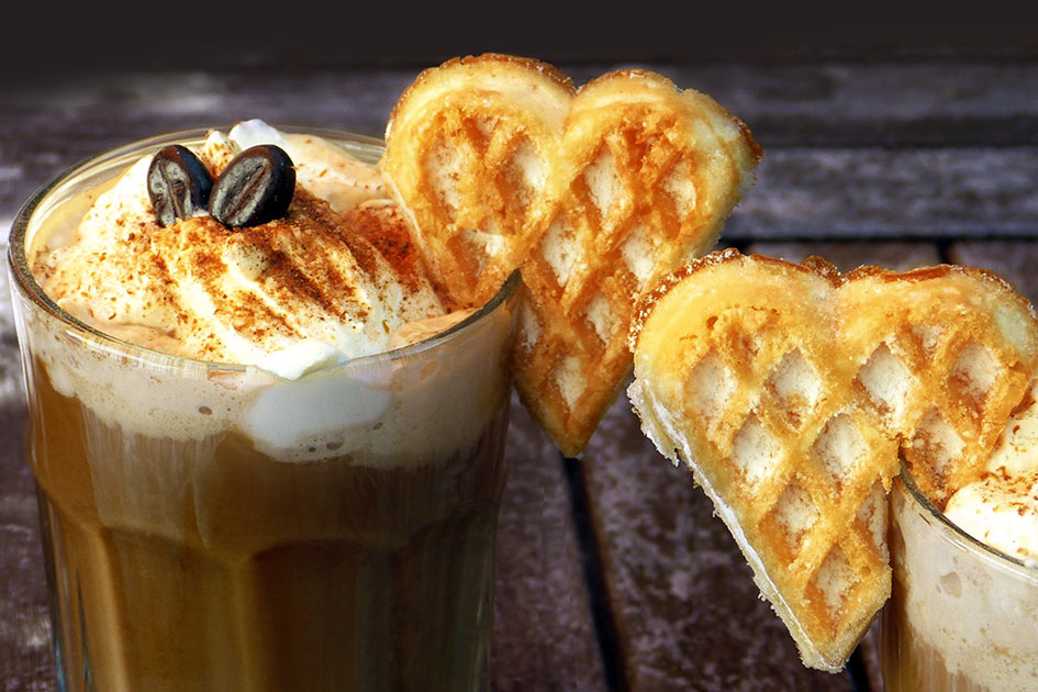 Essen trinken Eiskaffee Sahne Herz Kekse / Bildbearbeitung: TELOS - 2837