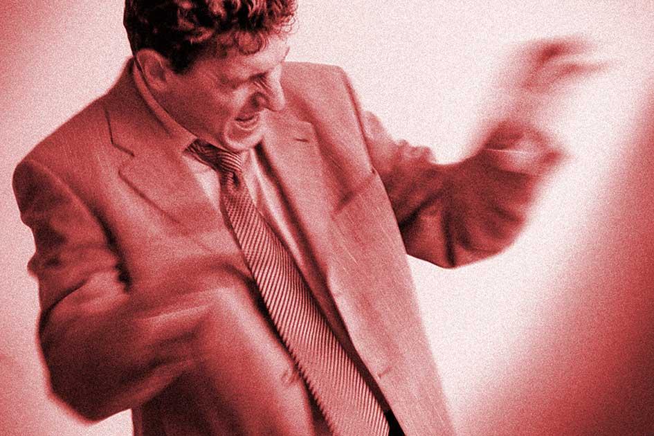 Körpersprache Körperhaltungen Mann Ärger Zorn Wut Streit Anzug Krawatte rot / Foto: TELOS - 2374bndrrg