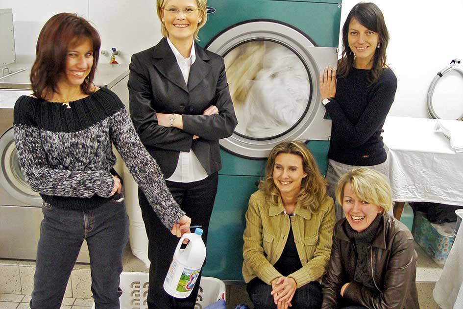 Kreativitätstraining Wäscherei Frauen lachen / Foto: TELOS - 05943b