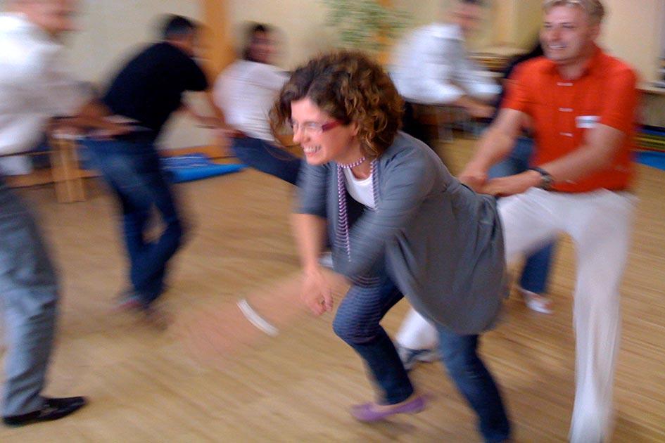 Seminarübung Schlangenfangen Indoor / Foto: TELOS - 581b
