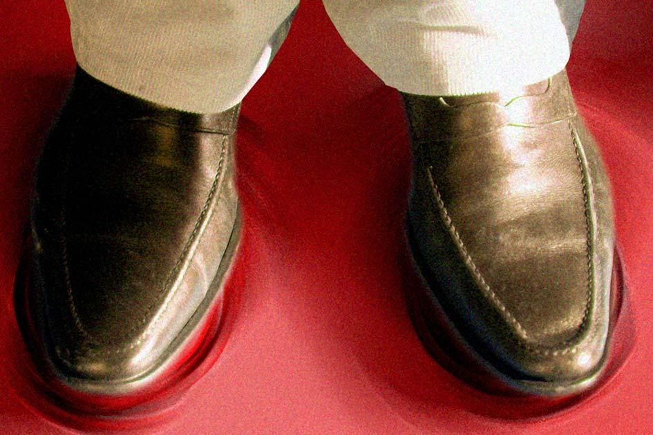 Schuhe Füße Herdplatten warm / Foto: TRELOS - 11923bg